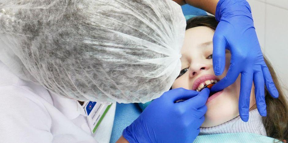 Установка зубной пластины ребенку